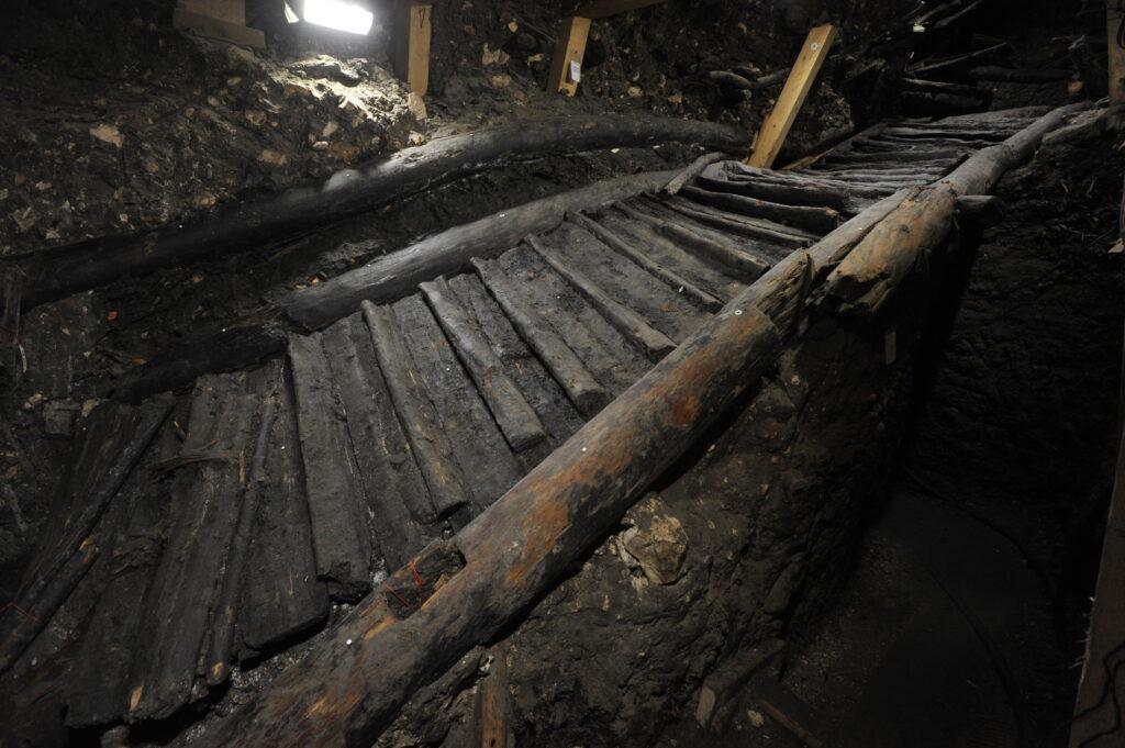 Historische Stiege im Salzkammergut bei Ausgrabungen